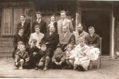 Nowi mieszkańcy z władzami parafii_1962r
